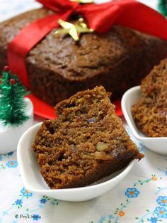 Eggless Whole Wheat Dates Walnut Cake Bake this Eggless Whole Wheat Dates Walnut Cake for any special occasion or Christmas and enjoy. It will be your family favorite! Eggless Desserts, Eggless Recipes, Eggless Baking, Baking Recipes, Cookie Recipes, Dessert Recipes, Eggless Fruit Cake Recipe, Delicious Recipes, Fruit Recipes