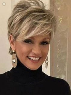 Love this short hair cut – Aimer cette coupe de cheveux courts – Short Hairstyles For Thick Hair, Haircut For Thick Hair, Best Short Haircuts, Short Hair With Layers, Hairstyles 2018, Fashion Hairstyles, Hairstyles For Over 50, Hairdos, Trendy Haircuts