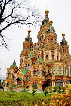 Собор во имя Святых Апостолов Петра и Павла в Новом Петергофе. Saint-Petersburg