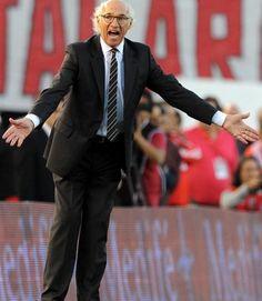 Por su parte, los dirigidos por Carlos Bianchi se replegaron, apostaron al contragolpe y padecieron el mal partido de Fernando Gago y Juan Román Riquelme.