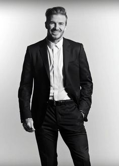 David Beckham can't stand losing to anyone including his CHILDREN Photo Poses For Boy, Boy Poses, Poses For Men, Male Poses, Business Man Photography, Portrait Photography Men, Photography Ideas, David Beckham Suit, David Beckham Style