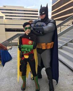 Awesome duo - @codecosplay rocking our BTAS cowl and @apotheosize wearing one of our Damian Wayne masks --- #Repost @codecosplay Why my son can kick your sons butt. #batman #batmantheanimatedseries #damianwayne #sonofbatman #dragoncon #dragoncon2017 #TigerStoneFX #btas #damianwaynecosplay #batmancowl #batcowl #batmancosplay #batmancostume