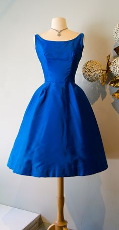 Vintage dress / 60's brilliant blue party dress
