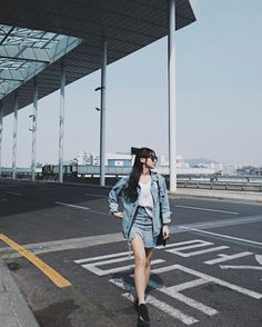 Korean Fashion Trends you can Steal – Designer Fashion Tips Korean Fashion Trends, Korean Street Fashion, Korea Fashion, Asian Fashion, Ulzzang Fashion, Ulzzang Girl, Fashion Poses, Fashion Outfits, Cute Fashion