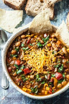 This is hands down the best vegetarian or vegan chili weve ever devoured whether by slowcooker or stovetop. This vegetarian chili can be made in your Crock Pot or simply on the stovetop your choice. You wont miss the meat with these big bold flavors. Vegetarian Chili Crock Pot, Vegetarian Recipes, Healthy Recipes, Veggie Chili Crockpot, Vegetarian Slow Cooker, Crock Pot Chili, Vegetarian Breakfast, Chili Recipes, Slow Cooker Recipes