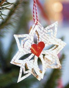 Søde små florlette stjerner, der pynter på et juletræ, som man gerne vil holde i gammel stil. Bliver kun mere charmerende med årene, når papiret gulner lidt.