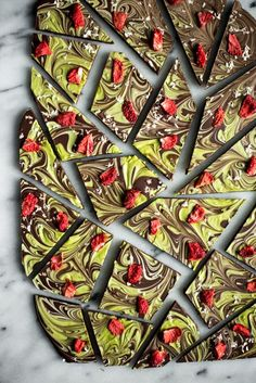 This is a matcha chocolate bark that you can make at home! All you need is bittersweet chocolate, white chocolate, matcha, and whatever toppings you like. Green Tea Recipes, Sweet Recipes, All You Need Is, Just In Case, Vegan Desserts, Dessert Recipes, Bakery Recipes, Summer Desserts, Plated Desserts