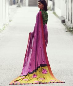 French knots make vintage roses on this handwoven cotton color-block saree. Isn't it oh so regal?  #saree #sari #sarees #indianethnic #indiandress #cotton #handwoven #vintage