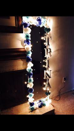 DIY Flower Mirror #DIY#FlowerMirror#DIYFlowerMirror#TeenGiftIdea#Teen#GiftIdea#Gift#BlueFlowers#Lights#BedazzledLetters