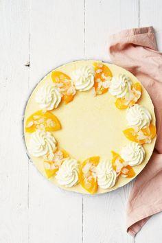 Budgetproof kwarktaart met perzik en slagroom Cheesecakes, Plates, Cookies, Tableware, Licence Plates, Crack Crackers, Dishes, Dinnerware, Cheese Pies