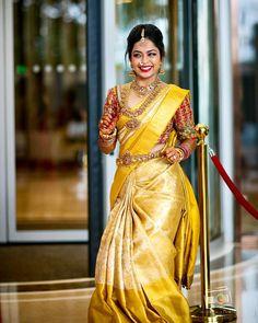 30 Épousée Kanjeevaram Saris que j& ce mois-ci - - Or Kanje . Pattu Sarees Wedding, Indian Bridal Sarees, Wedding Silk Saree, Indian Bridal Fashion, South Indian Bride Saree, South Indian Weddings, South Indian Bride Jewellery, Gold Silk Saree, Bridal Sari