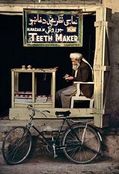Teeth maker, Kandahar, Afghanistan ~ Photo by Steve McCurry