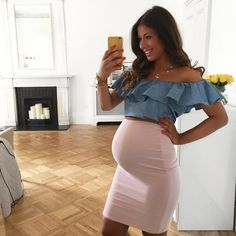 Mimi Ikonn Preggo Style Mimi Ikonn Pregnant Outfit of the day summer style pink pencil skirt office