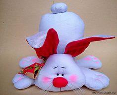 CLUB DE LAS AMIGAS DE LAS MANUALIDADES (pág. 502) | Aprender manualidades es facilisimo.com Bunny Crafts, Felt Crafts, Easter Crafts, Diy And Crafts, Stuffed Animal Patterns, Diy Stuffed Animals, Diy Ostern, Sewing Toys, Soft Dolls
