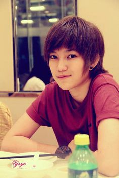 So handsome and attractive. Ulzzang, Amber Liu, Her Style, Handsome, Actresses, Celebrities, People, Beautiful, Locks