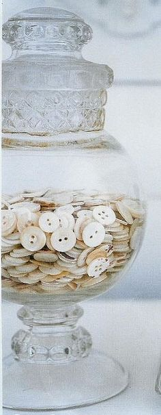 """laundry room decor - buttons in a jar. (If my laundry room is ever nice enough for """"decor"""") Button Art, Button Crafts, Vintage Accessoires, Sewing Crafts, Diy Crafts, Beach Crafts, Upcycled Crafts, Creative Crafts, Coin Couture"""