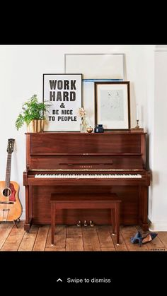 The piano is often the odd piece of furniture in the room that nobody knows how to decorate around. Here are 10 amazing ways to decorate around your piano! Lauren Conrad, Piano Vertical, Living Room Designs, Living Spaces, Piano Living Rooms, Art In Living Room, Living Room Decor Tumblr, Living Room Vintage, Living Room Decor Styles