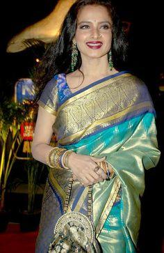 Rekha in saree Indian Silk Sarees, Pure Silk Sarees, Indian Dresses, Indian Outfits, Ethnic Outfits, Pattu Sarees Wedding, Bridal Sarees, Rekha Saree, Ladies Salwar Kameez