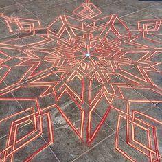 Angles got angles    Follow me on Facebook http://www.facebook.com/joe.mangrum.art When sharing please include my links Ⓒ 1994-2014 Joe Mangrum http://www.joemangrum.com #sandart #sandpainting #NYC @joemangrum #colorful #art #streetart #art #streetlife