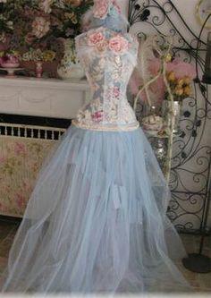 Beautiful romantic dress.