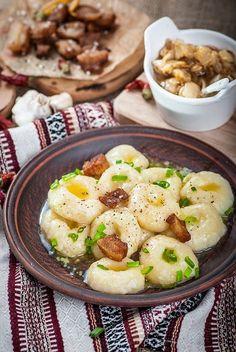 Картофельные галушки - одесские полюшки. Я очень люблю картофель. Почти в любом его воплощении. Одно время я увлеклась картофельными галушками и ньокками и делала их почти 2 недели едва ли не ежедневно. Прошел почти год и я по ним соскучил…