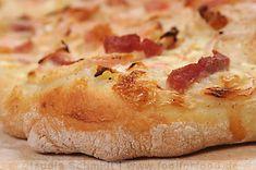 Flammkuchen med løk og bacon. #flammkuchen #pizza