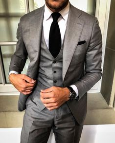 10 Common Men's Style Mistakes to Avoid Mens Fashion Suits, Mens Suits, Mode Costume, Designer Suits For Men, Herren Outfit, Stylish Mens Outfits, Formal Suits, Fashion Mode, Latest Fashion