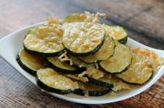 We have the best keto snacks to help you stay on track with the ketogenic diet. These Keto diet snacks are tasty and filling. Even better, the recipes for Ketogenic snacks are simple and easy. Give these Keto friendly snacks a try! Good Keto Snacks, Diet Snacks, Clean Eating Snacks, Healthy Snacks, Simple Snacks, Simple Diet, Parmesan Chips, Zucchini Parmesan, Zucchini Chips