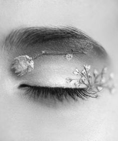 real flowers pressed into an eyeshadow look. such a creative way to use nature and makeup together
