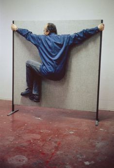 Well-known Austrian artist, Erwin Wurm, who creates sculptures that include humor. Since the late he has been working on his ongoing One Minute Sculpture series. The One Minute Sculptures red… Richard Burlet, Neo Rauch, Erwin Wurm, Anselm Kiefer, Photography Words, People Photography, Photography Ideas, Everyday Objects, Conceptual Art