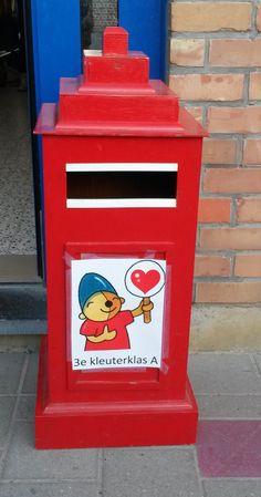 In de klasbrievenbus krijgen we dagelijks veel post! Ook lieve brieven van onze ouders en dat vinden we héél fijn!