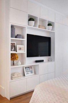 yvonnes kleiderschrank mit eingebauter tv ecke regalen und schubladen eine perfekte. Black Bedroom Furniture Sets. Home Design Ideas