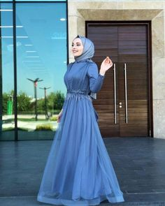 Image may contain: one or more people, people standing . Hijab Gown, Hijab Dress Party, Hijab Wedding Dresses, Modest Dresses, Bridesmaid Dresses, Abaya Fashion, Modest Fashion, Fashion Dresses, Muslim Women Fashion