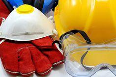 Despre protectia ochilor si a capului  Exista o serie de domenii de activitate unde orice greseala sau neatentie poate avea urmari destul de grave. Cei care lucreaza in domenii ca prelucrari mecanice, constructii, industria chimica, a carburantilor si in mult alte tipuri de industrie, cunos prea bine importanta pe care o are...  http://scriuceva.ro/despre-protectia-ochilor-si-capului/