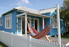 Learning about Aussie fibro beach houses... they're gorgeous!