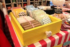 Love the drawer - similar to my vintage boxes. Note the twine keeping cards together :: painted drawer display craftshow booth display - DIY Crafts Display Shop, Stall Display, Vendor Displays, Craft Booth Displays, Vendor Booth, Display Ideas, Flea Market Displays, Craft Booths, Retail Displays
