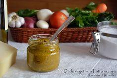 Dado vegetale fatto in casa... ottimo insaporitore per la cucina, ad esaltare il gusto delle cose preparate senza aggiungere conservanti, glutammato, grassi