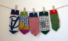 Cirkusvantar i tre storlekar – Dela dina vantar! Mittens Pattern, Knitted Gloves, Hand Knitting, Knitting Patterns, Craft Wedding, Knitting Accessories, Craft Tutorials, Knit Crochet, Beanies