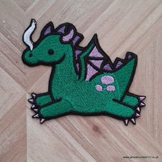 Cute green dragon iron-on patch, fantasy, mythological creature. Free postage in the UK. Velcro Patches, Cute Patches, Pin And Patches, Iron On Patches, Sewing Patches, Dragon Vert, Green Dragon, Mythological Creatures, Mythical Creatures