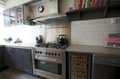 Nice idea to make the kitchen a bit more romantic: baskets instead of normal drawers