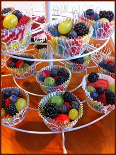 Beautify your party table with this light, fresh fruit bowl. Beautify your party table with this light, fresh fruit bowl. # fruit bowlGreat party finger food recipe: c. Fruit Party, Snacks Für Party, Fruit For Parties, Party Party, Fruit Buffet, Wedding Snacks, Fruit Decorations, Fruit Cups, Fruit Arrangements