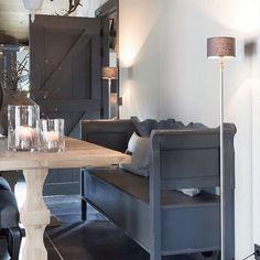Klepbank Fd Gray Interior, Room Interior Design, Dining Room Design, Interior Decorating, Dining Area, Barn Living, Decoration, Colorful Interiors, Interior Inspiration