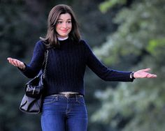 "Anne Hathaway - ""The Intern"" set candids in Brooklyn, September 18, 2014 photo 664055 