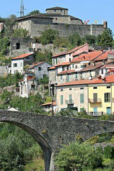 Castello del Piagnaro e ponte della Cresa, Pontremoli, Italy