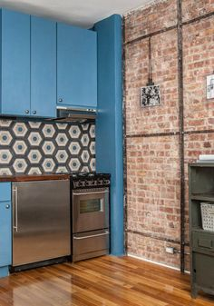 The loft like brick and wood contrast well with the modern backsplash and the periwinkle blue cabinets. Appartement New York, Appartement Design, Apartment Renovation, Apartment Interior Design, Furnished Apartment, Apartment Therapy, Cama Industrial, Beadboard Backsplash, Rustic Backsplash