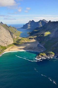 Immer wieder schön :-) Die Lofoten, Nordnorwegen. Foto: Andre Ermolaev