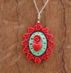 He encontrado este interesante anuncio de Etsy en https://www.etsy.com/mx/listing/578505665/mexican-heart-necklace-corazon-de-laton