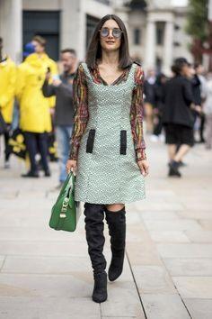 Las asistentes a la semana de la moda de Londres dejan volar su imaginación dando lugar a un paisaje estilístico lleno de contrastes. No te aburrirás.