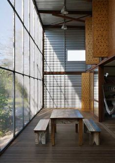 mm - RR House design by Andrade Morettin Architects 07 Steel Cladding, Warehouse Living, Roof Ceiling, Outdoor Rooms, Outdoor Decor, Timber Structure, Industrial Living, Attic Spaces, Modern Rustic