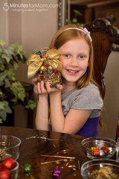 A Holiday Centerpiece Kids Can Make - Here is a super easy Christmas craft your kids can make that will actually make your house tidier this holiday season.  And a special thanks to Merry Maids for sponsoring this post.